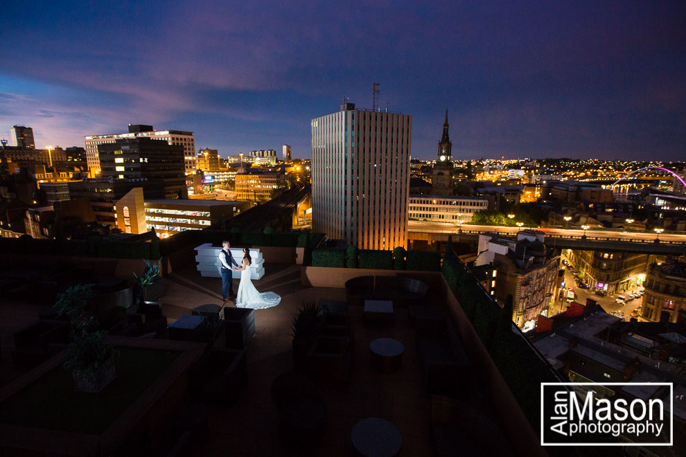 vermont hotel sky bar wedding picture wedding photographer newcastle